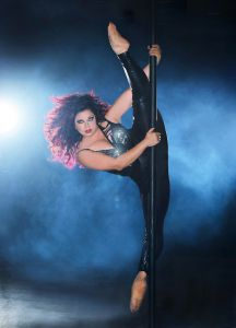 Kelly Maglia Straddle Split on the Pole