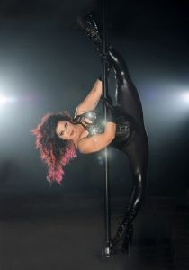 Kelly Maglia Pole Dancing in a Straddle Split